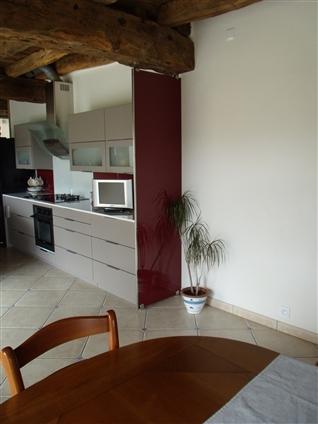 séparation cuisine / salle à manger  en verre laqué bordeaux fixation sur pince a verre + profil inox brossé44590 derval