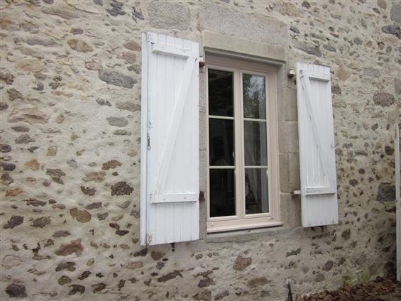 Fenêtre rénovation en PVC beige, à La Chapelle Paluau 85670
