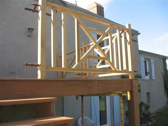 réalisation d'un balcon  en bois sur pilotis à Pornic 44210.
