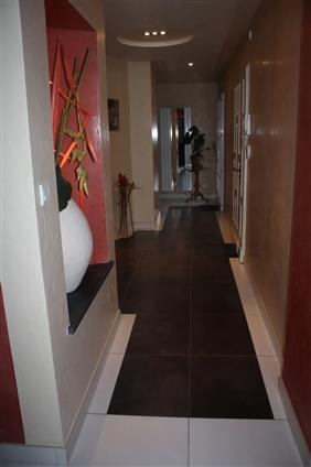 Pose de carrelage 60 x 60, implantation d'un tapis en carrelage noir à La Remaudière 44430.