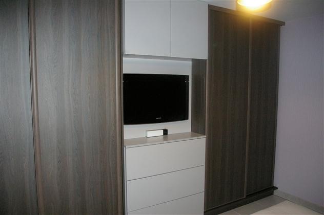 Réalisation d'un placard avec porte coulissant et armoire basse avec tiroir sur Vertou 44120