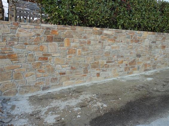 Réalisation d'un mur de pierre naturelle (20 ml) au LANDREAU 44430.
