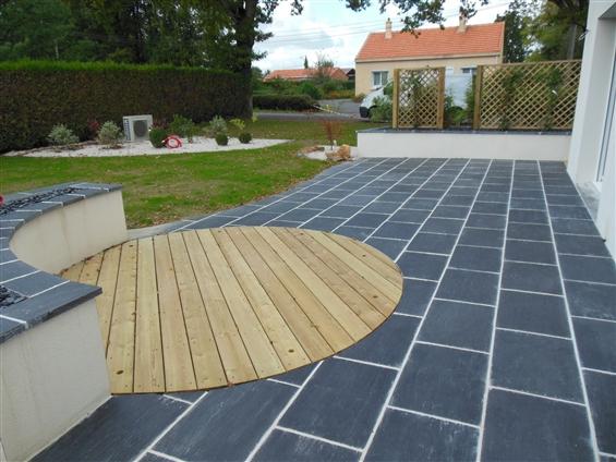 Réalisation d'une terrasse en pin classe IV et dallage à HAUTE-GOULAINE 44115.