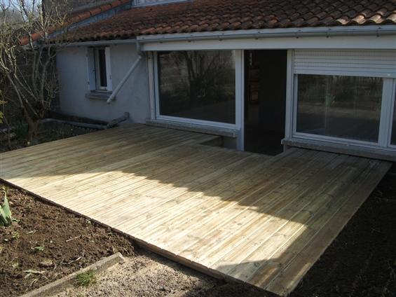 Réalisation d'une terrasse en pin classe IV à VERTOU 44120.