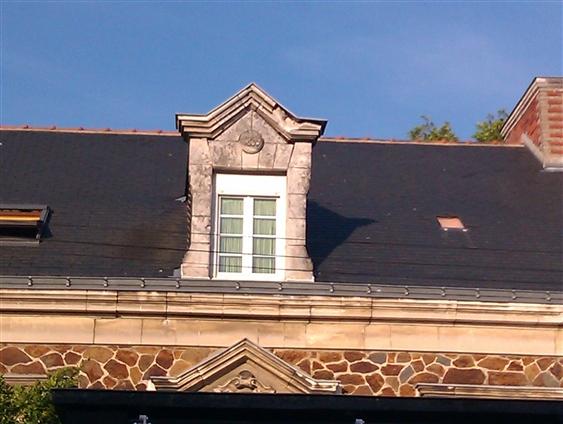 Lucarne avant restauration à Rezé 44400.