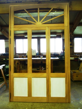 Fabrication d'une porte en bois à double vitrage pour un particulier sur la commune de Treillières 44119
