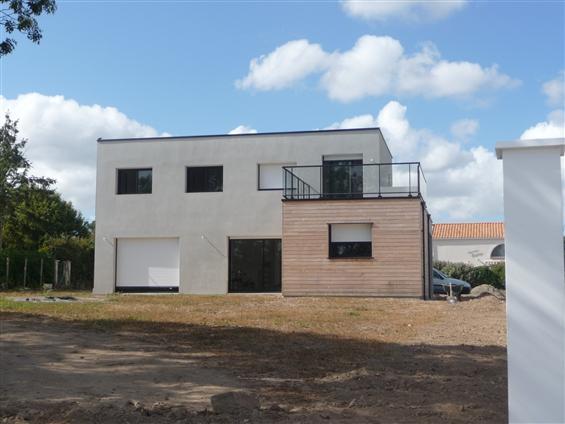 maison    cubique  - SAINTE PAZANNE  -  Régine   Blanchard  Maitre  d'œuvre   à  Saint Viaud