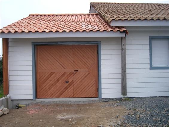 réalisation d'un bardage bois et décoration d'une porte de garage