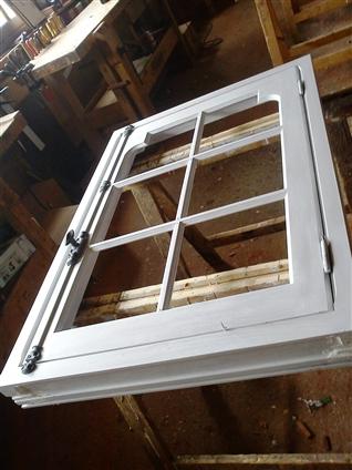 Menuiserie bois prête à être vitrée