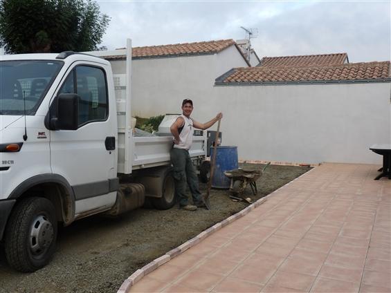 Pose de bordure le long d'une terrasse à Frossay 44320