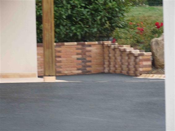 pose d'un petit muret avec la mise en place d'enrobé chantier Frossay 44320