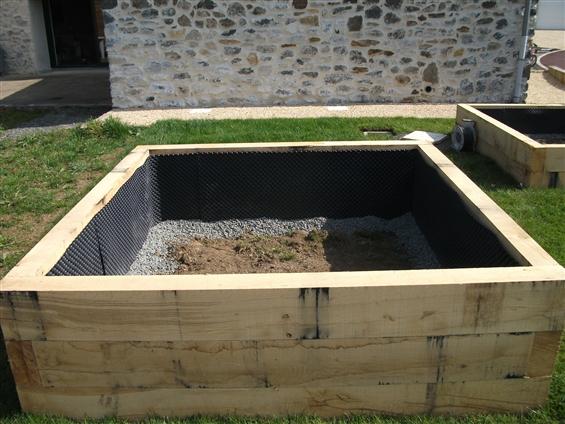 Création de carrés de potager en poutres de chêne au PALLET 44330.