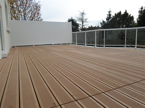 Terrasse en bois réalisée à NANTES 44300.