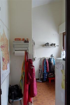 Carquefou avant : une arrière cuisine exigue et mal agencée.