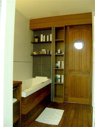 Aménagement salle de bains en teck - MOUILLERON LE CAPTIF 85000
