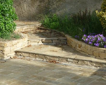 Muret et dallage en pierre naturelle à Paimboeuf 44560.
